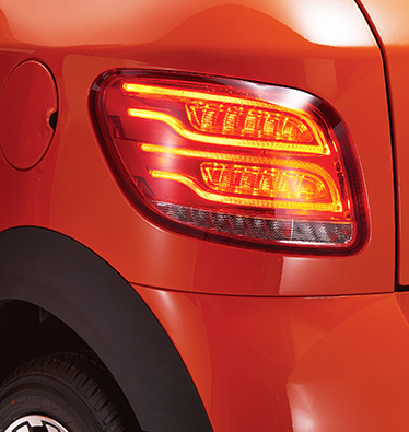 LED刹车灯,转向灯,倒车灯,组成的一体尾灯